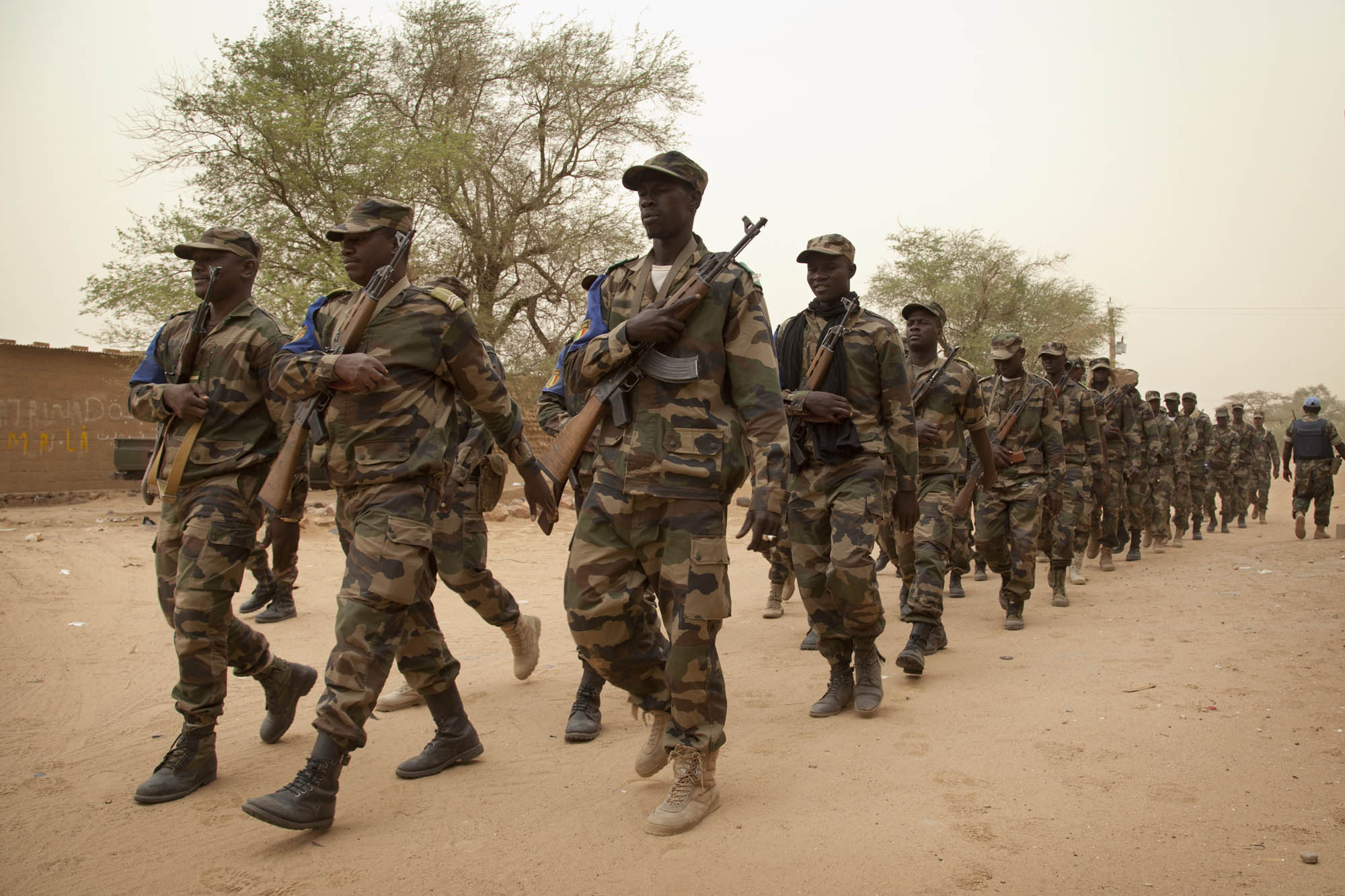 Picture of Malian soldiers marching together.